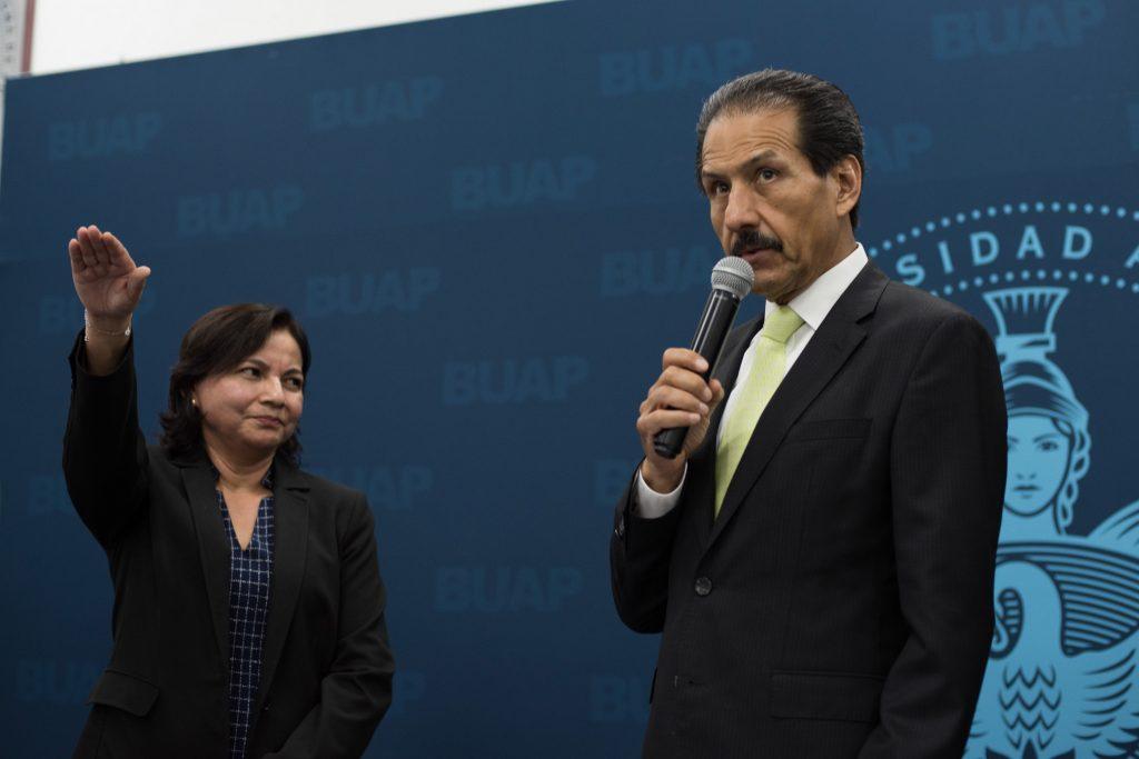 Toma protesta la Dra. Luz del Cármen Gómez Pavón como directora de la FCE