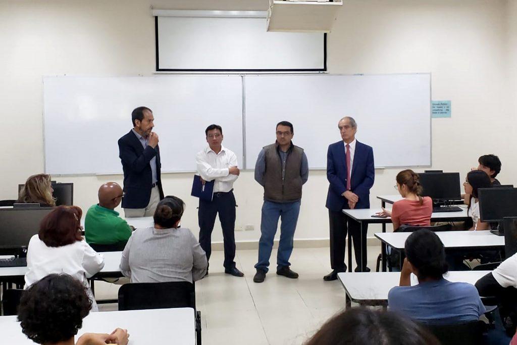 El Rector Alfonso Esparza dialoga con la comunidad universitaria de la Facultad de Ciencias Biológicas
