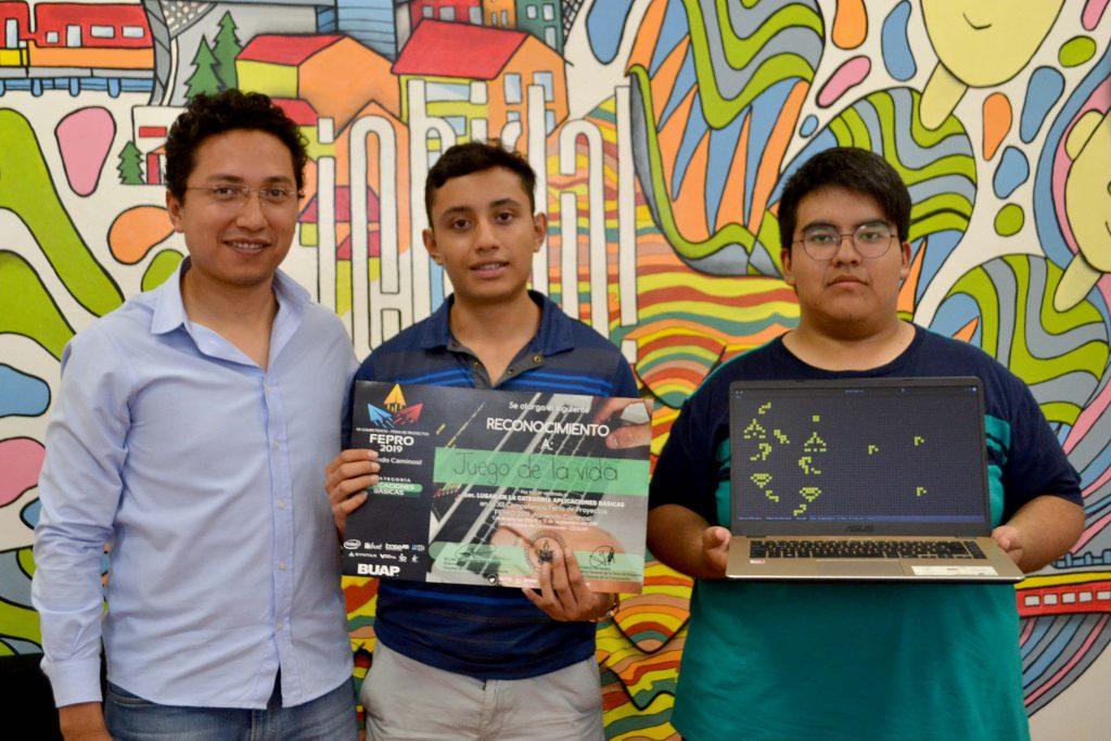 Estudiantes crean autómata celular para modelar escenarios naturales y de la vida cotidiana